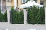 ограда от ковано желязо на зидана основа