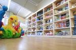 стелаж за детски дрехи