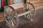автентични маси и пейки с колела от каруца