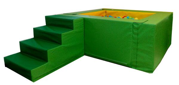 Малък басейн със стълба