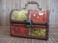 Авторска ръчно декорирана кутия за бижута Nature