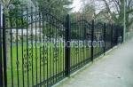 кована висока ограда