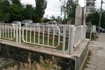 ниска ограда от метални профили