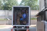 хамали за товарене на товари в камион