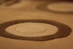 Ръчно вързани килими с вълнен тъфтинг в бежево-кафявата, оранжевата, червената и зелената гама