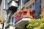 изработка на терасни иноксови парапети със червено стъкло