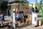 качване и сваляне на мебели и обзавеждане с камион